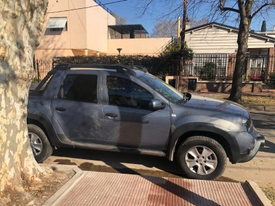 22413644-  Renault Duster Oroch completo