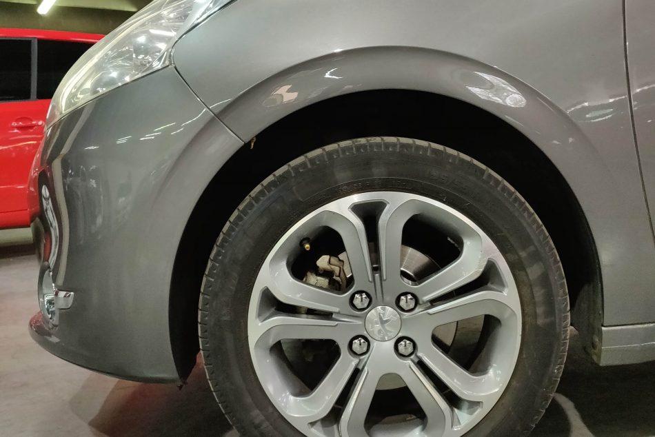 570333685-Peugeot 208 completo