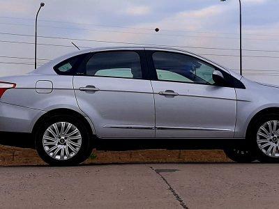 1518181408-Fiat Grand Siena completo