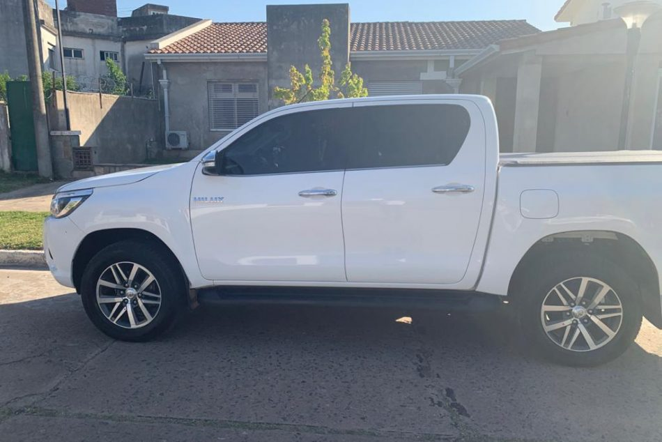 176236914-  Toyota Hilux completo