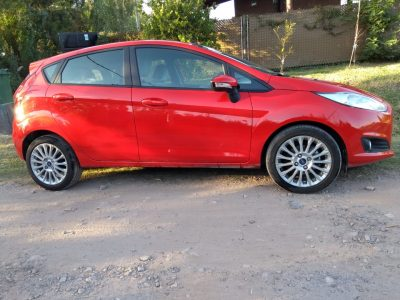 2008402207-Ford Fiesta Kinetic Design completo
