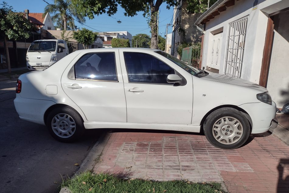 1809421160-Fiat Siena completo
