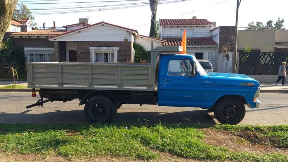 2106229512-      Ford F-350 completo