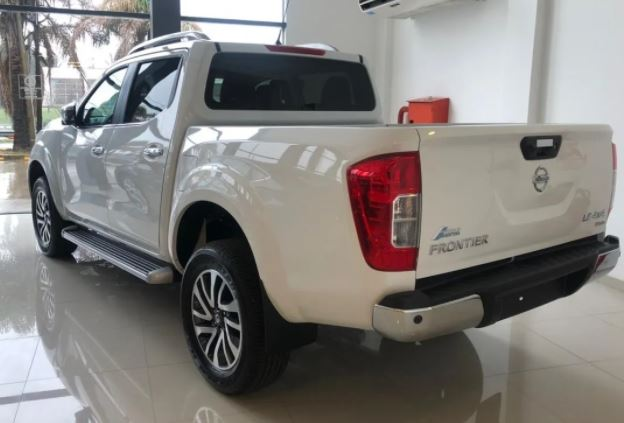 987879822-  Nissan Frontier completo