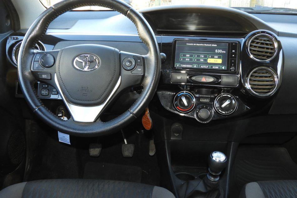 936498024-Toyota Etios completo